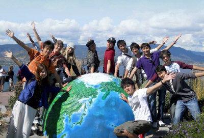 卑大校長杜普呼籲當局加大投資,積極爭取亞洲頂尖學生入讀本地大學。圖為來自世界各地的留學生。(取自卑省省府網站)</p></p></p><p><p><p>